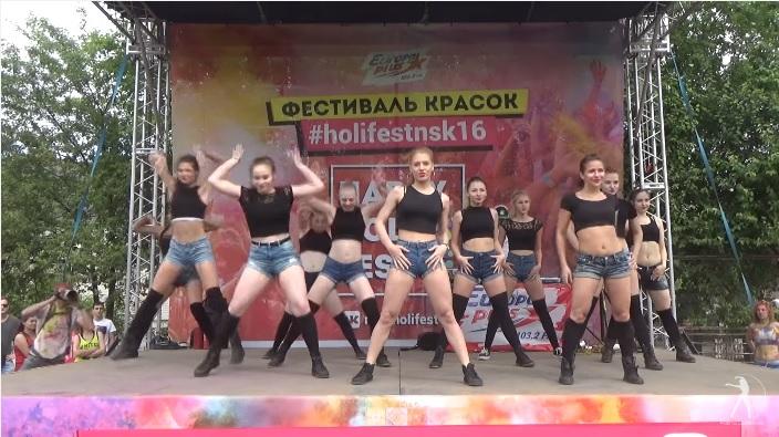 Rus dansçılardan twerk performansı