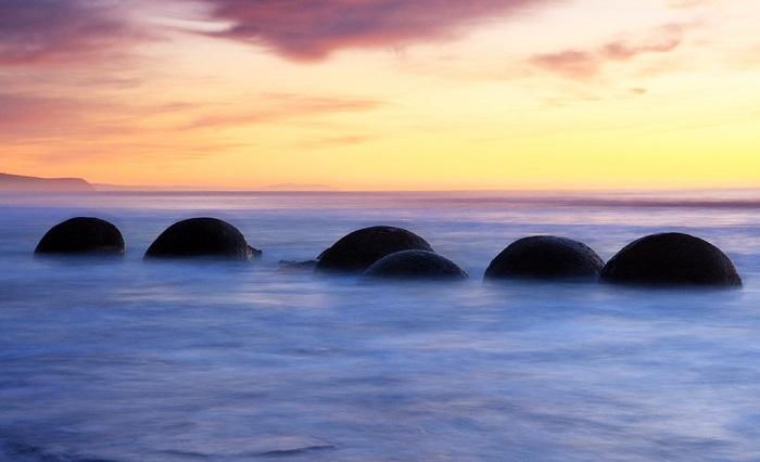 Yeni Zelanda'daki küresel kayalar