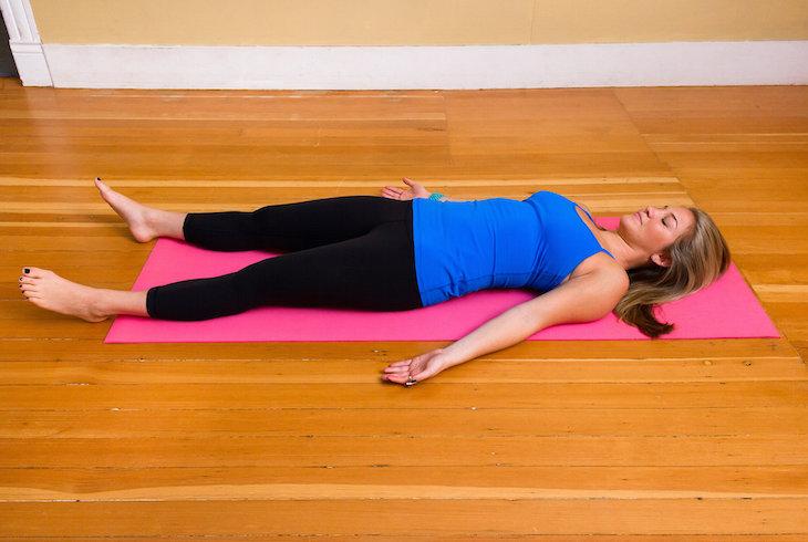 Yoga Ceset Pozisyonu
