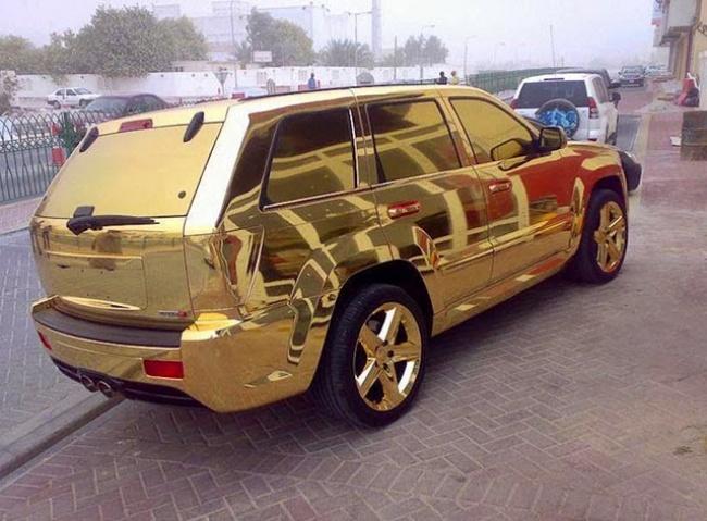 Dubai altın kaplama araba