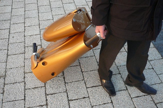 Valize dönüşebilen scooter-2