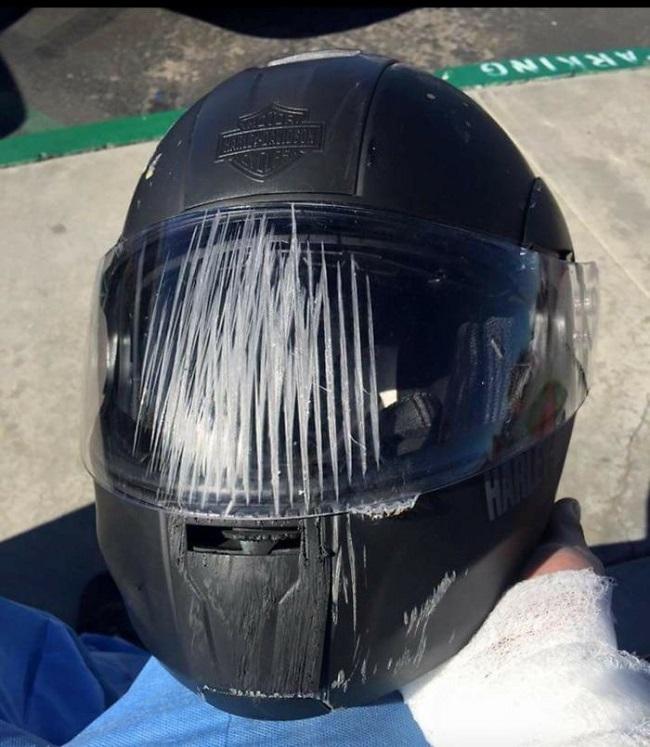 kazada hasar almış kask