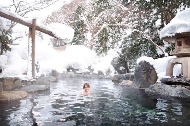 Japonya açık hava banyoları
