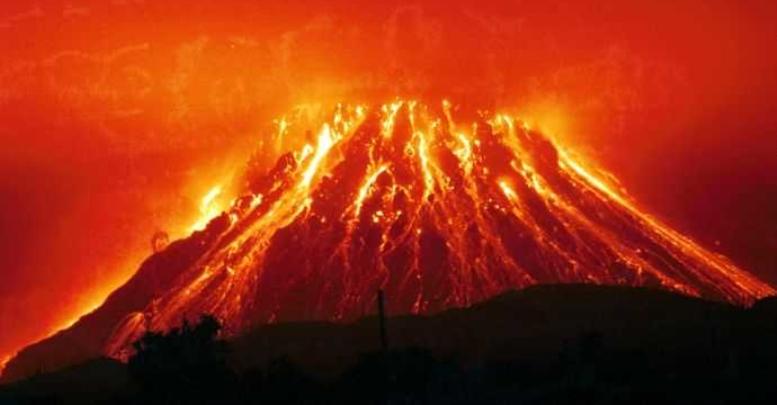 Sinabung Volkanı - Endonezya