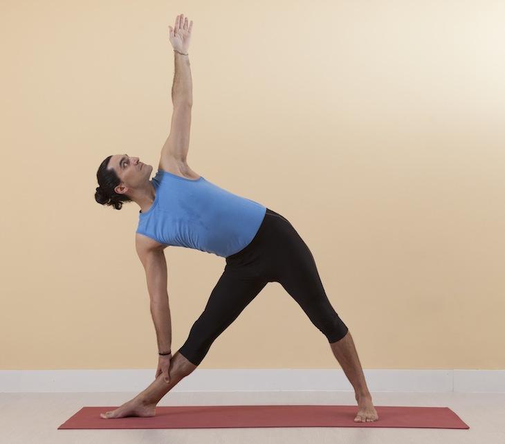 Yoga Üçgen Pozisyonu