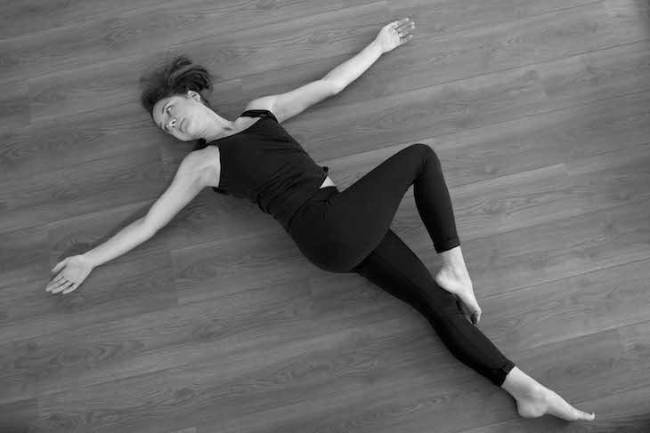 Yoga Dizleri Aşağıya Bükme