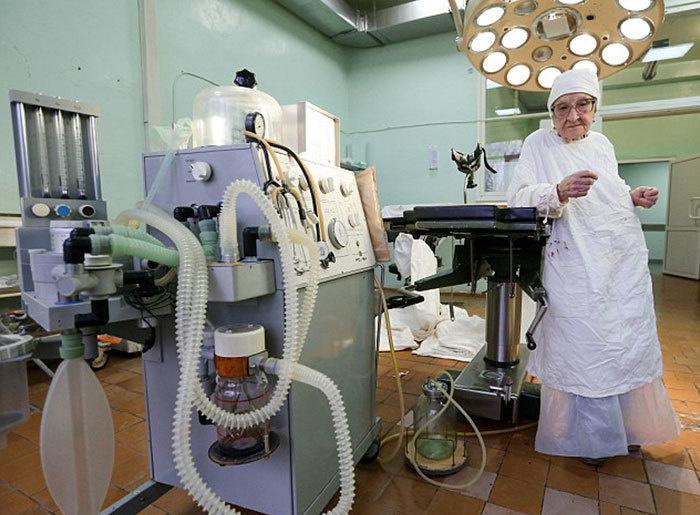 dünyanın en yaşlı cerrahı
