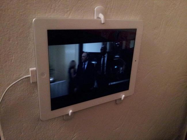 tableti duvara sabitlemek