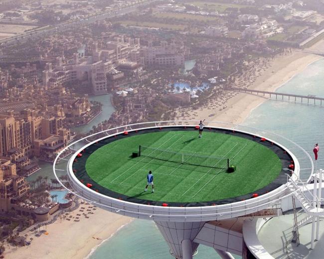 Dubai gökdelen tenis sahası