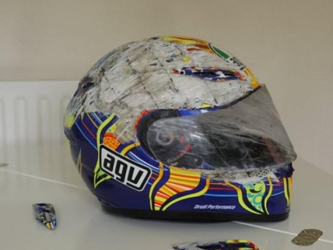 motosiklet yarışı kazası kask